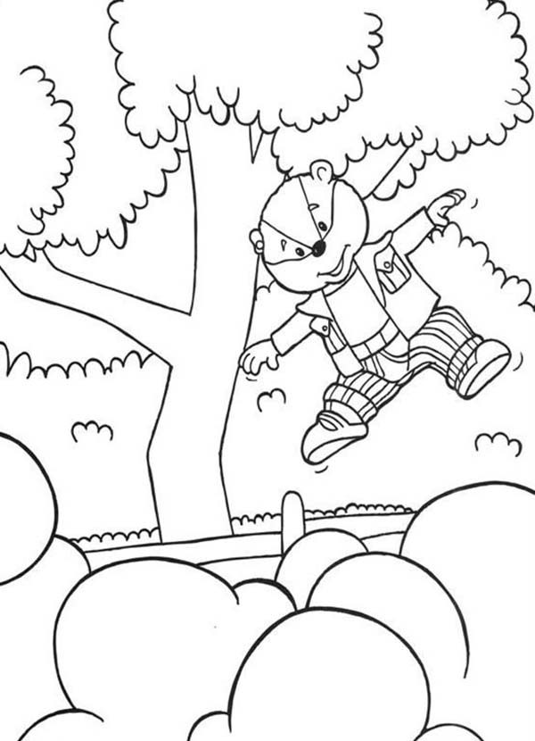 Rupert Bear, : Rupert Bear Bestfriend Bill Badger Jump Over the Fence Coloring Pages